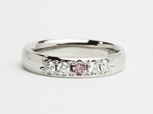 エタニティタイプのダイヤモンドリング