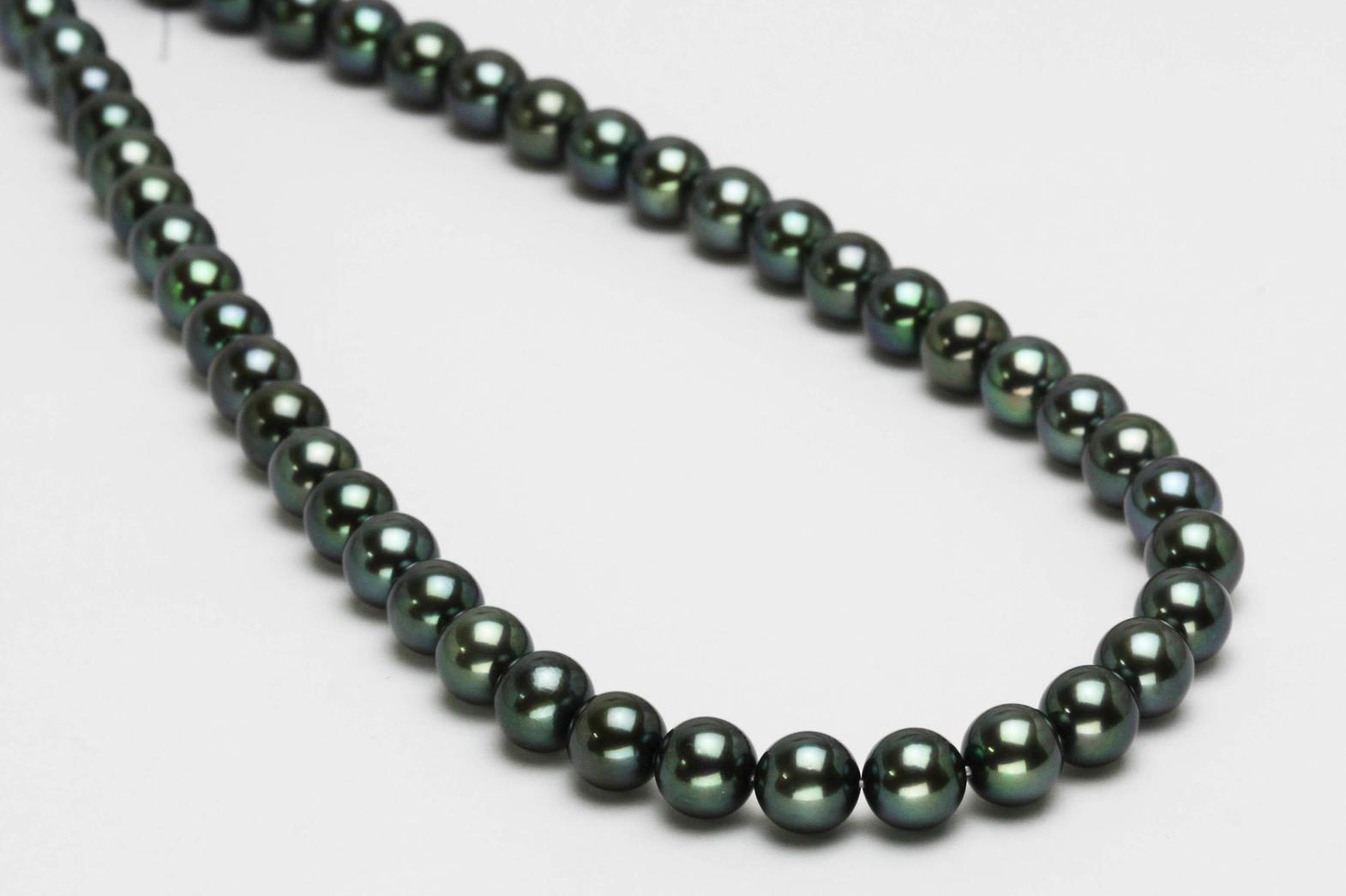 和珠の黒真珠ネックレス
