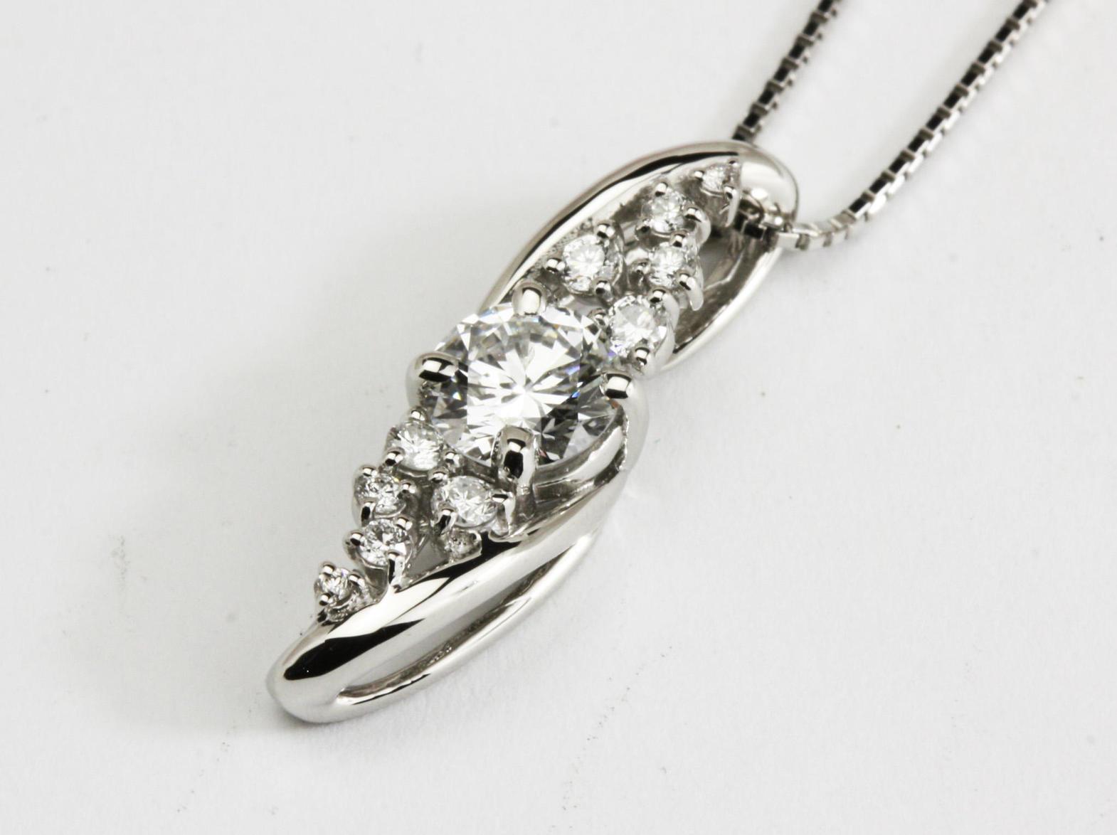 流線型のダイヤモンドペンダントリフォーム