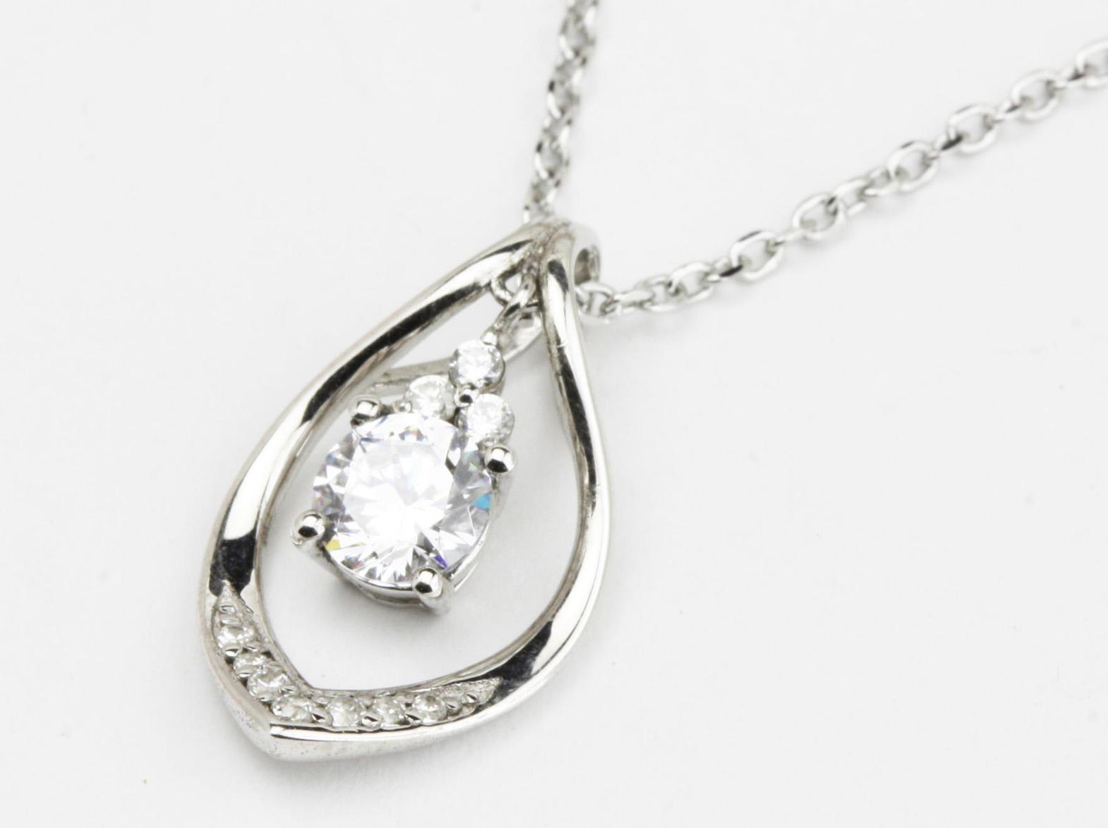 揺れるダイヤモンドプチネックのリフォーム