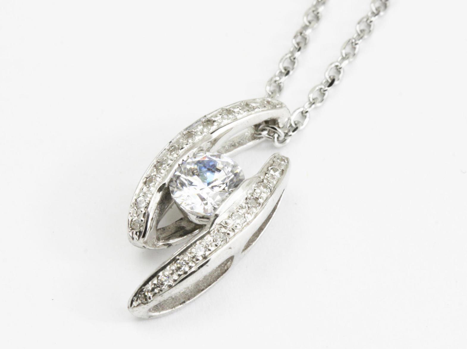 挟み込みのダイヤモンドペンダントリフォーム