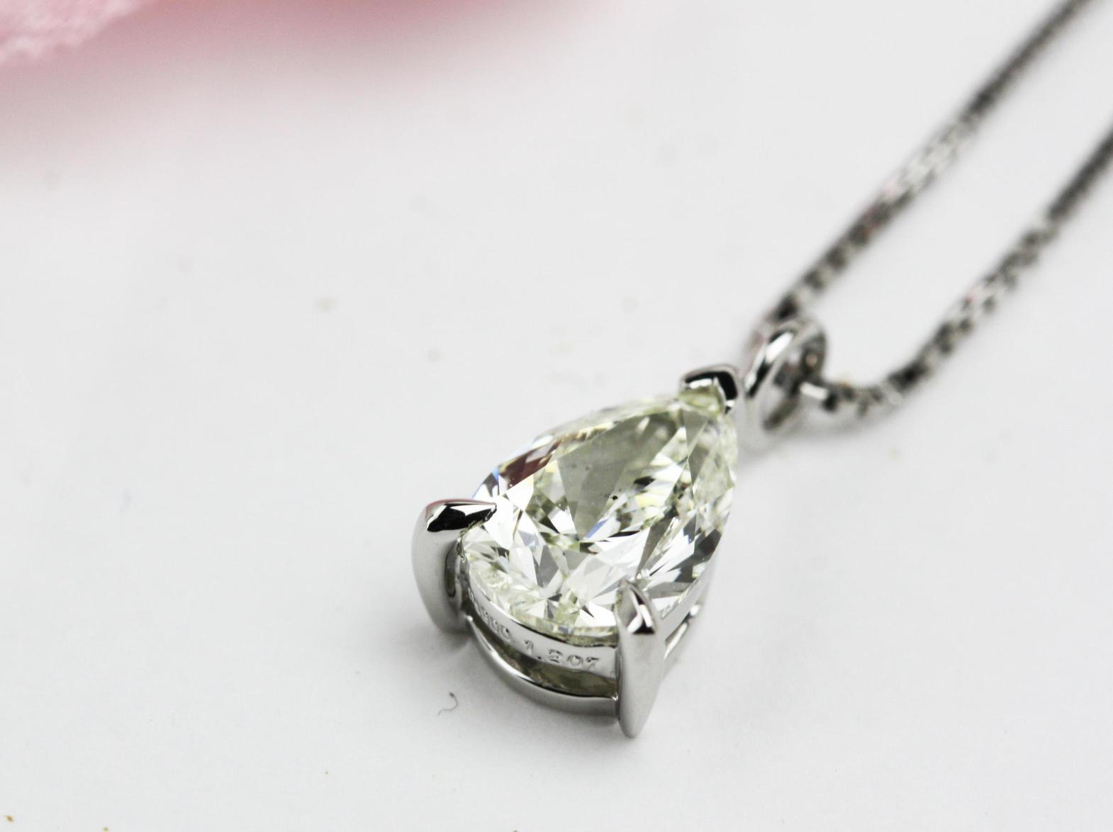 1ctUPのペアーシェイプカットのダイヤモンドペンダントオーダー
