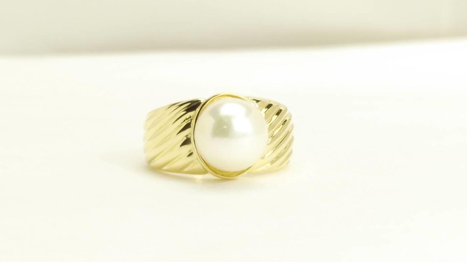 真珠の芯タテ加工と接着