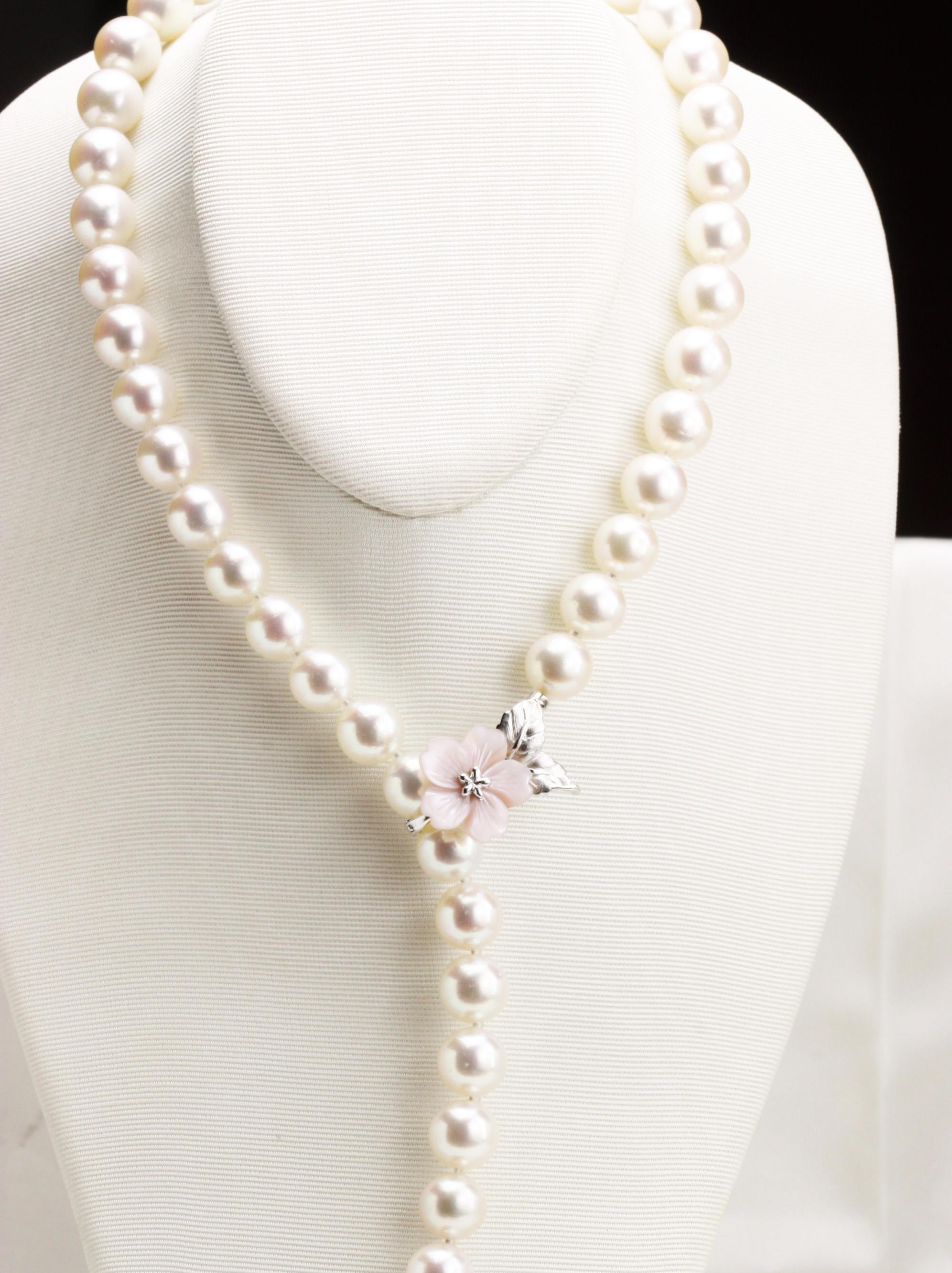 桜のピンクシェル貝ペンダントと9.5㎜大珠真珠ネックレス