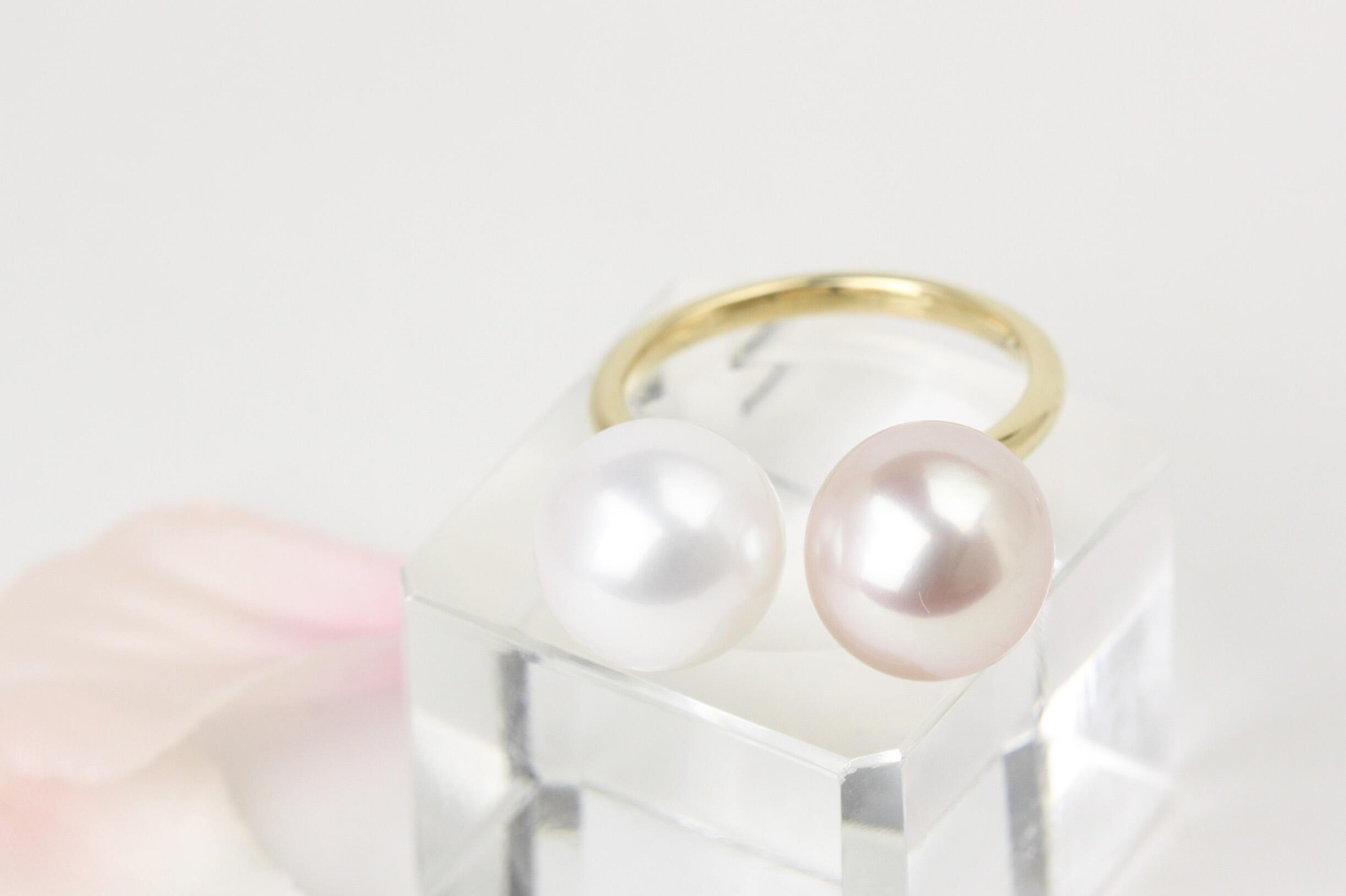 ほんのりピンクとパープルカラーの湖水真珠のフォークデザインリング