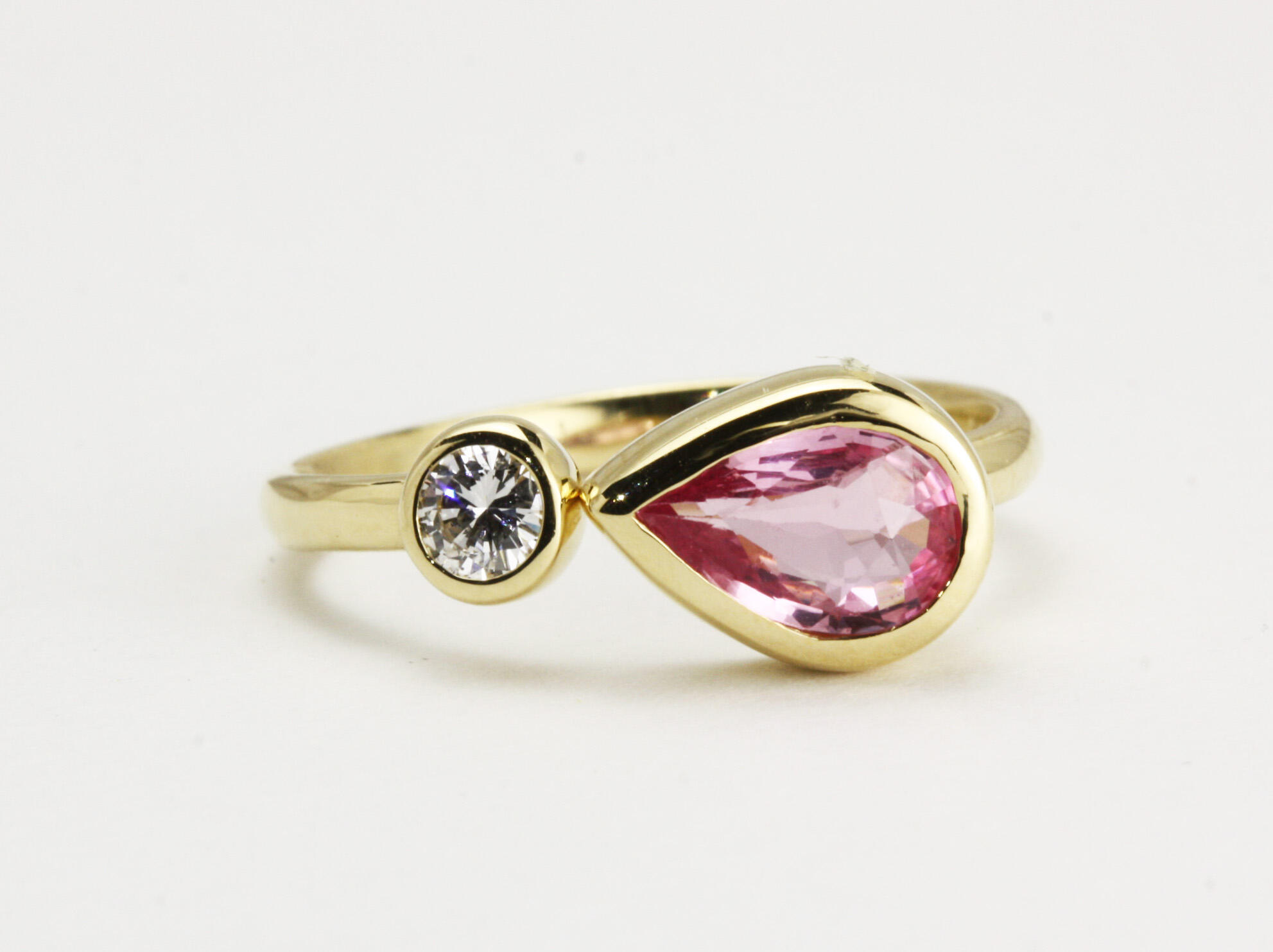 k18枠ピンクサファイヤ&ダイヤモンドのフォークリング
