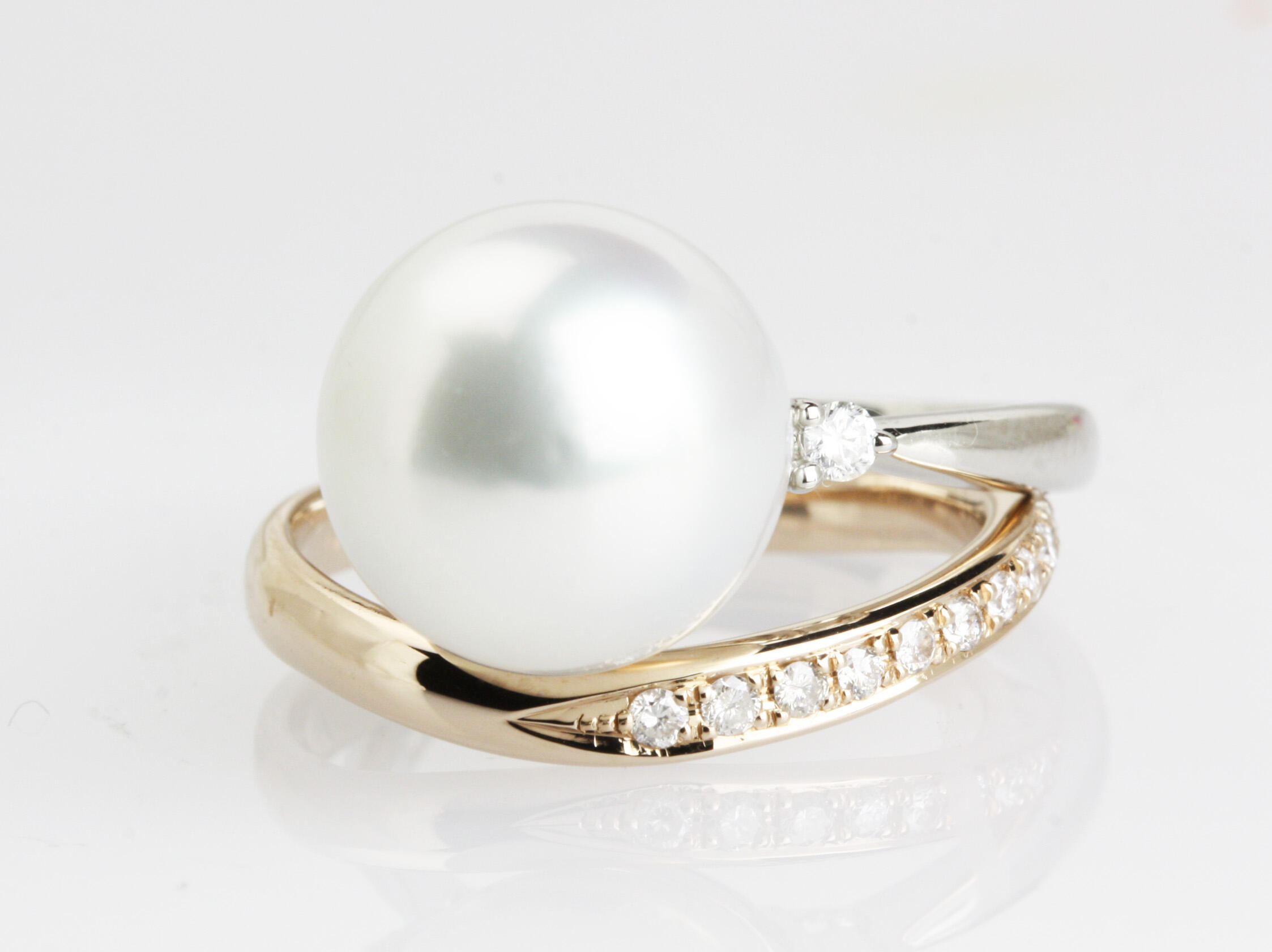 南洋真珠とダイヤモンドリングのコーディネート