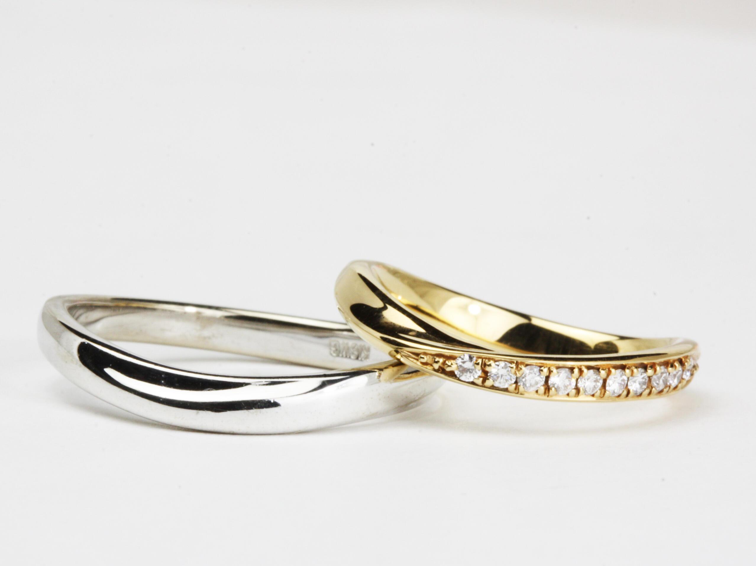 エレガントなV字の結婚指輪